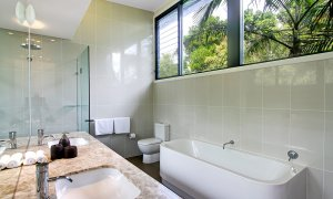 Ocean View at Kiah - Byron Bay - Bathroom Master b