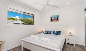 Ocean Walk - queen room with air con and ceiling fans