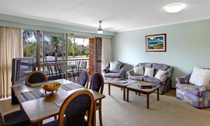 Pacific Blue - Byron Bay - Clarkes Beach - Dining & Living Area