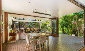 Pavilion 2 - Broken Head - Open plan living and outdoor dining