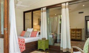 Pavilion 2 - Broken Head - Queen sunroom to adjoined guest bedroom