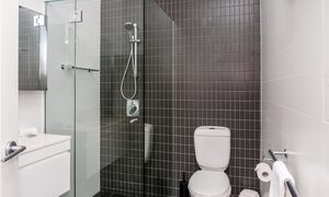 Quiksilver Apartments - The Pass - bathroom