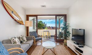 Quiksilver Apartments - The Pass - living area