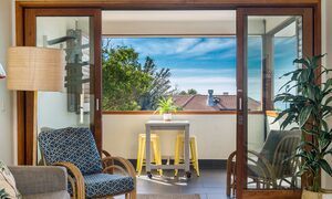 Quiksilver Apartments - The Pass - outdoor deck area