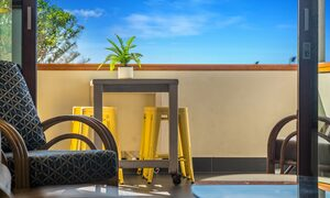 Quiksilver Apartments - The Pass - outside patio