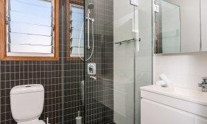 Quiksilver Apartments - The Wreck - bathroom