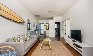 Quiksilver Apartments - The Wreck - lounge room