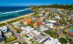 Sandy Feet - Lennox Head - Drone SE2 Line to Beach