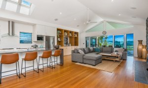 Serene Myocum - Byron Bay - Kitchen and Living