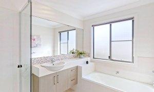 Sunnyside Up - Byron Bay - Upstairs Shared Bathroom