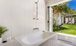 Susan's Beach House - Beach House bathroom
