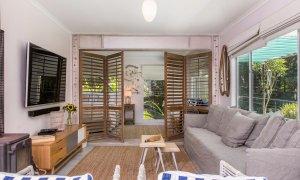 Susan's Beach House - relaxing lounge