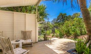 Susan's Beach House - studio patio