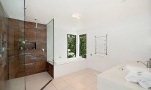 The Hawk - Wategos Byron Bay - Bathroom Shared Downstairs