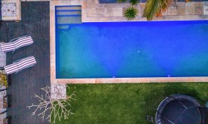 The Lazy Leprechaun - Byron Bay - Pool From Above