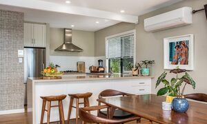 The Palms at Byron - Wategos Beach - Byron Bay - Dining to kitchen