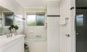 Tradewinds 4 - Clarkes Beach - Bathroom