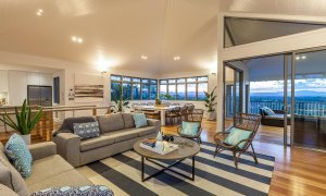 Vantage Over Byron - Living Area