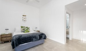 Wollumbin Haus - Byron Bay - Studio bedroom with ensuite