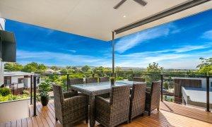 Wollumbin Haus - Byron Bay - huge spacious deck