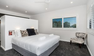Wollumbin Haus - Byron Bay - Master bedroom with king bed