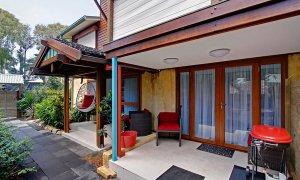 Byron Blisshouse Garden Villa - Outdoor Setting & BBQ