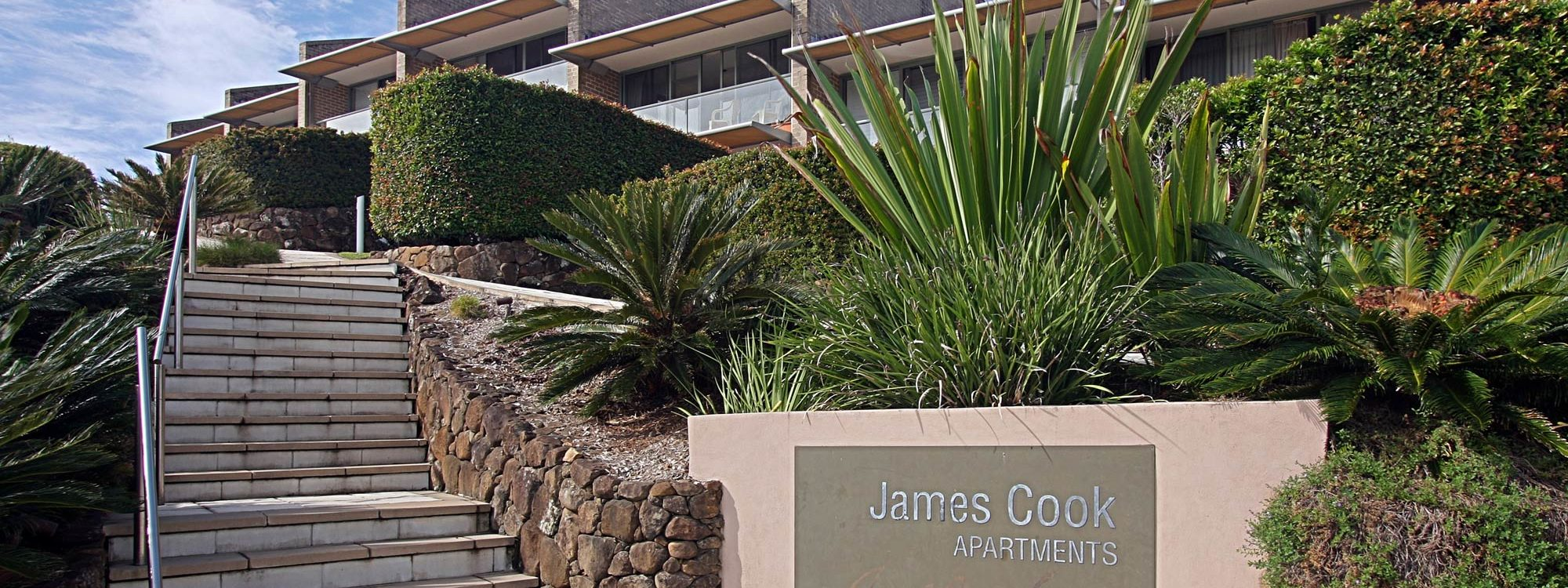 11 James Cook Apartment Clarkes Beach - Entrance stairs