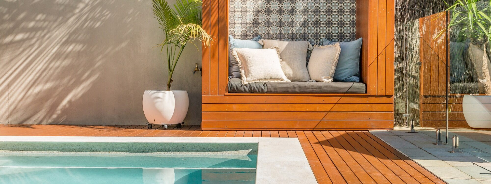 3 Little Pigs - pool and daybed