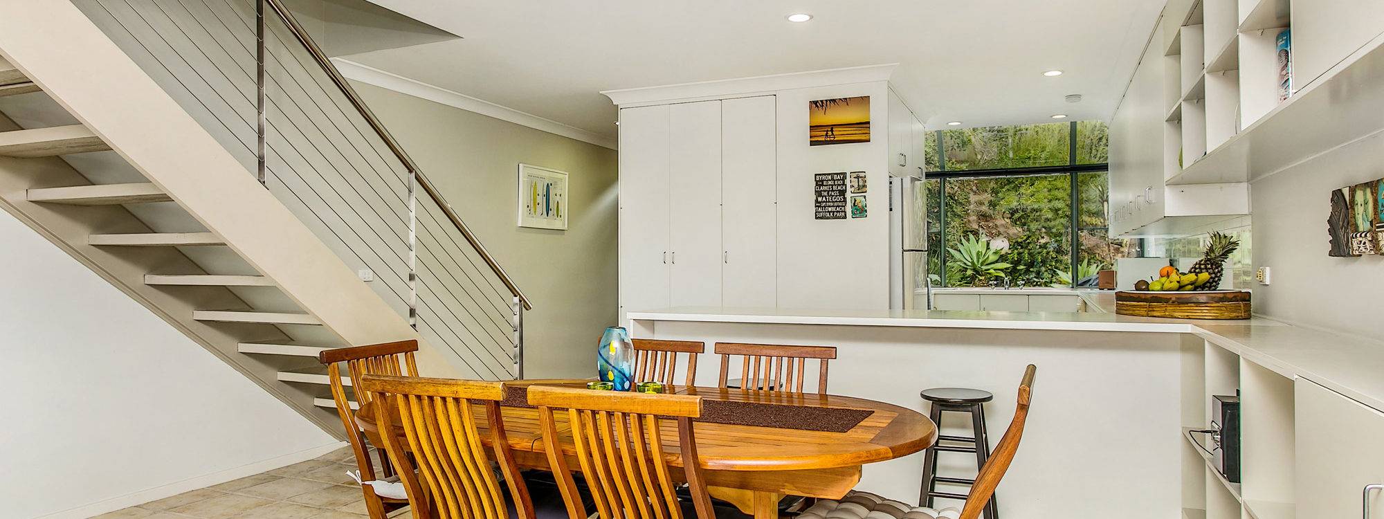 7 James Cook Apartment - Dining Area