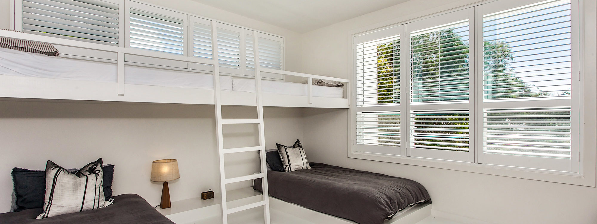 A Summer Resort - Twin Bedroom & Bunk Beds