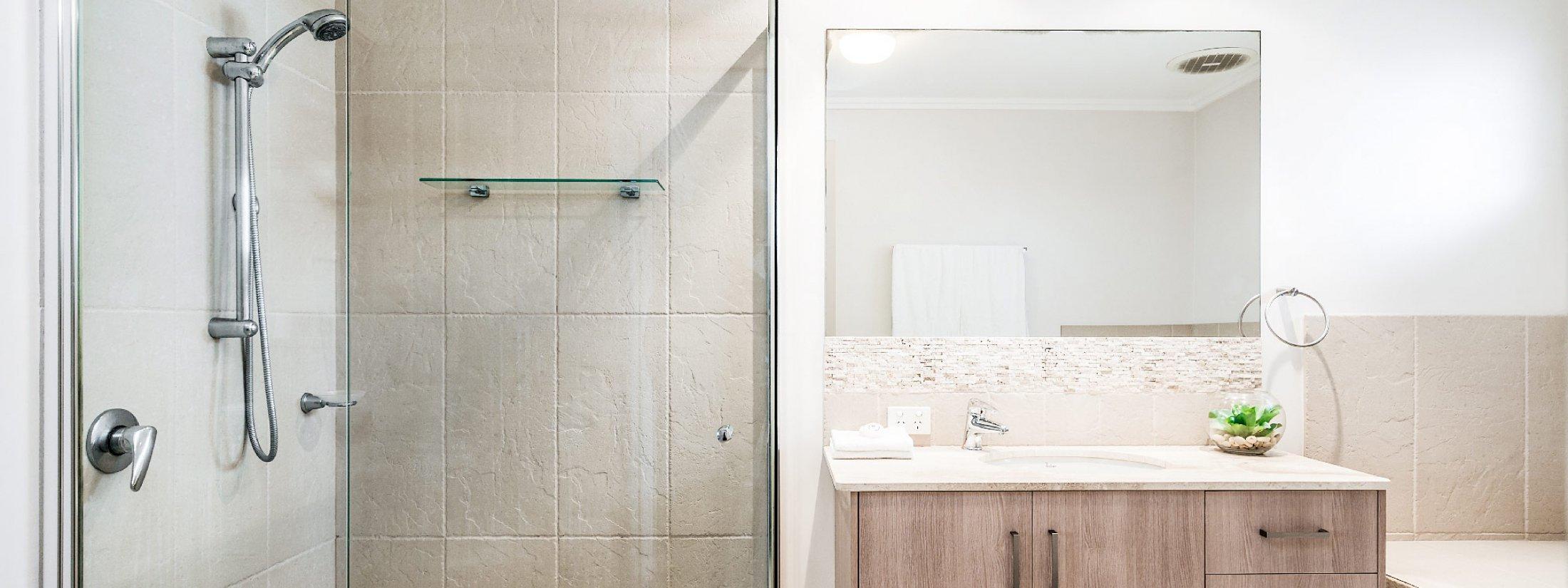 At Driftaway - Byron Bay - Bathroom Upstairs d