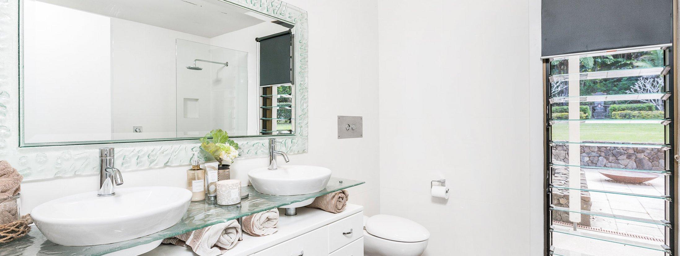 Augustine - Byron Bay - Downstairs Bathroom a