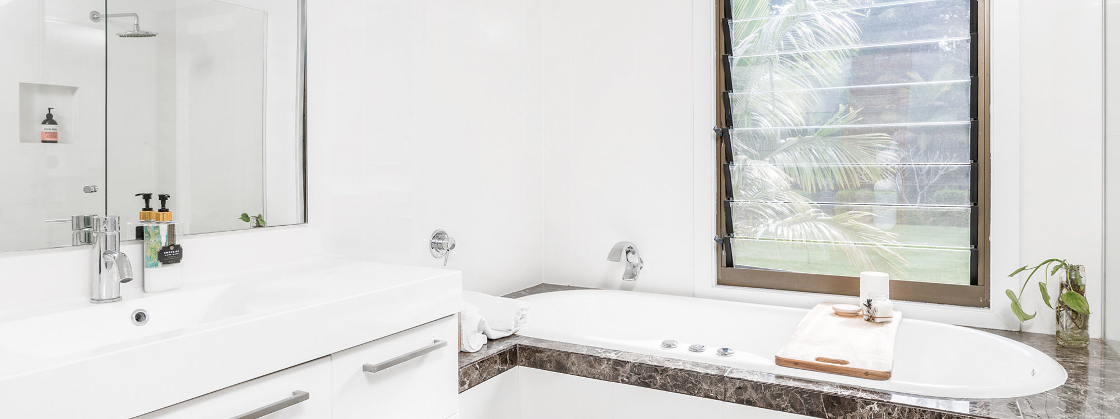 Augustine - Byron Bay - Upstairs Bathroom a