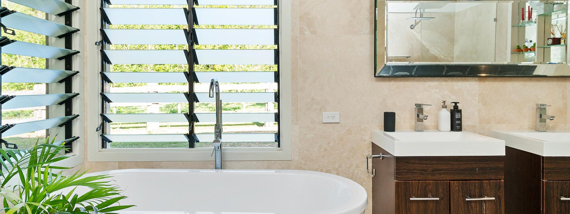 Bellbird - Byron Bay - Master Bedroom Ensuite Bathroom a