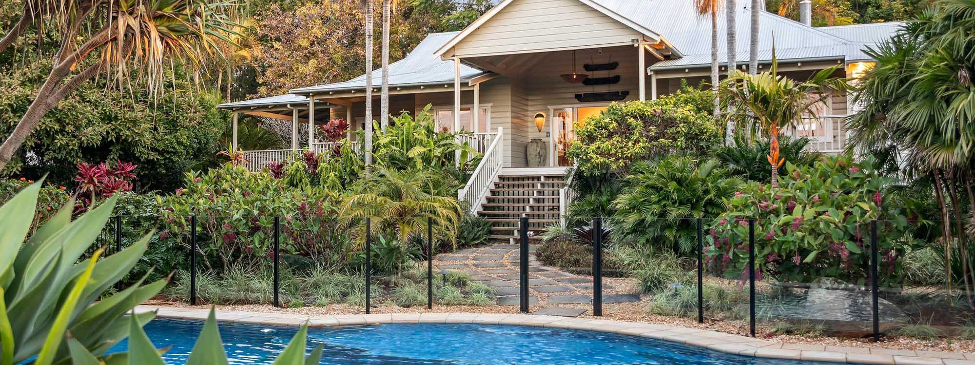 Bougainvillea House - Byron Bay - Daytime House and Pool
