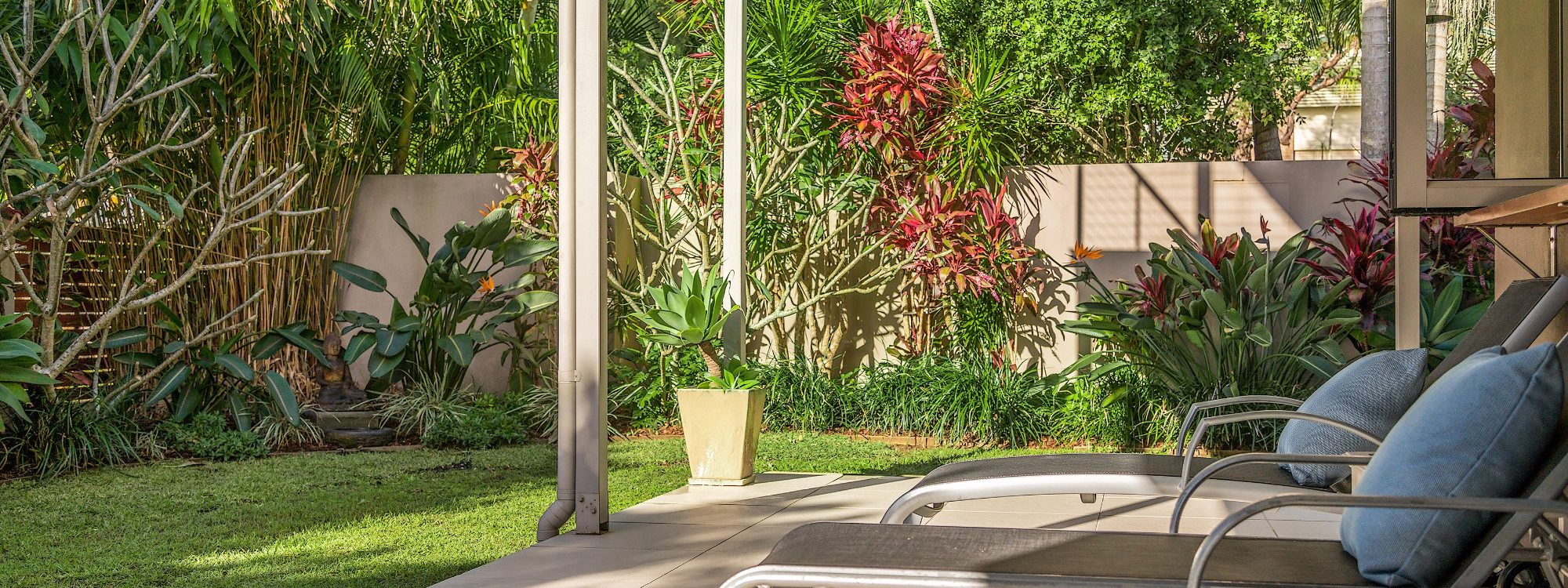Byron Beach Style - Downstairs Deck with Sunloungers