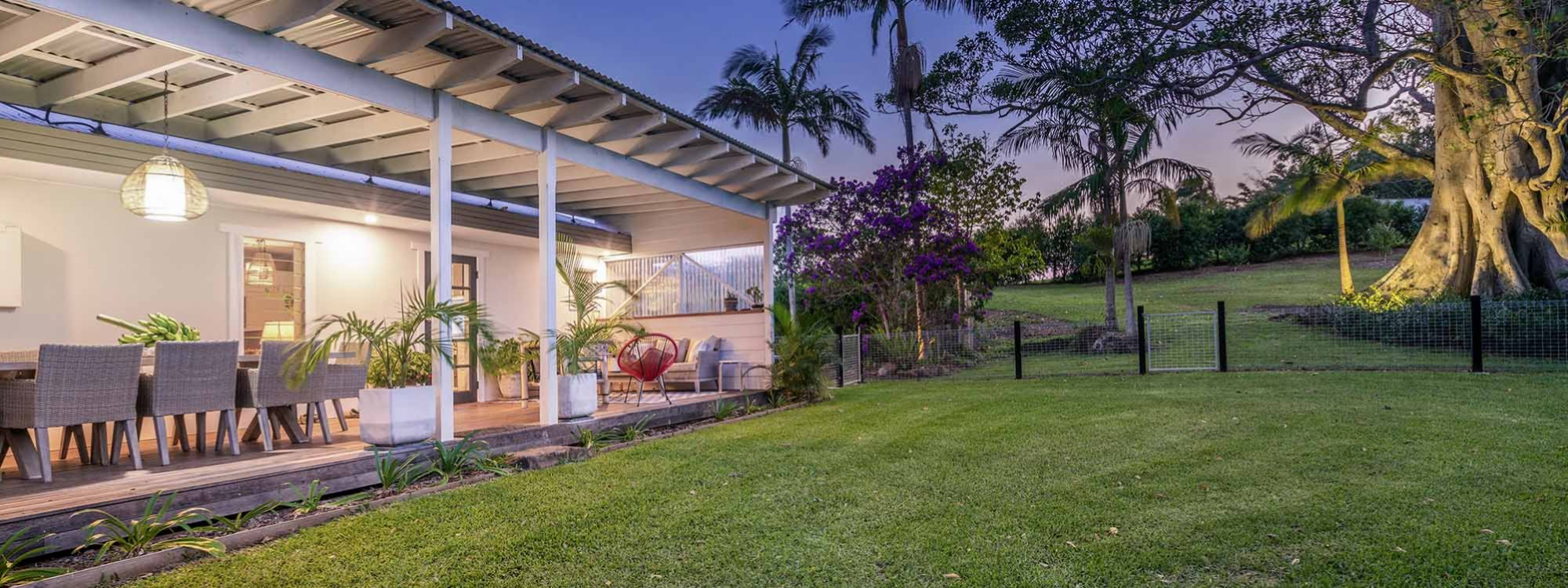 Byron Hills Hinterland Retreat - Byron Bay - Lawn Towards Undercover Outdoor Area b