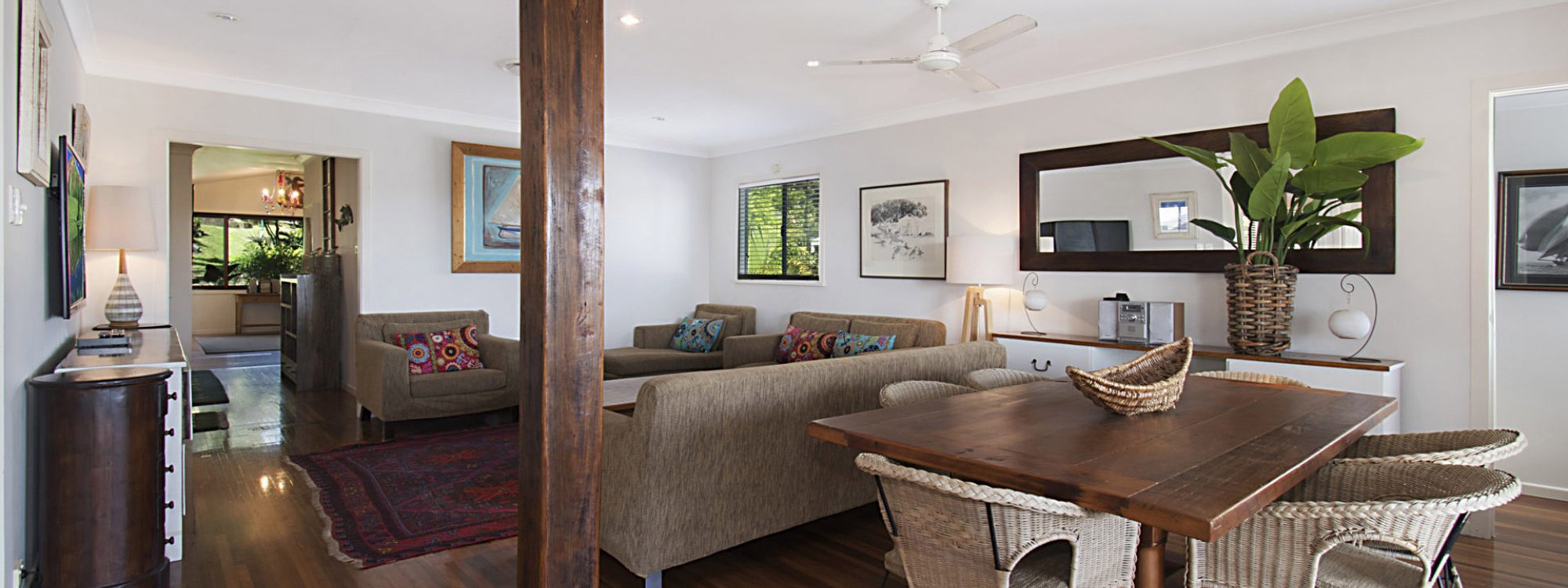 Byron View - Clarkes Beach - Living Dining