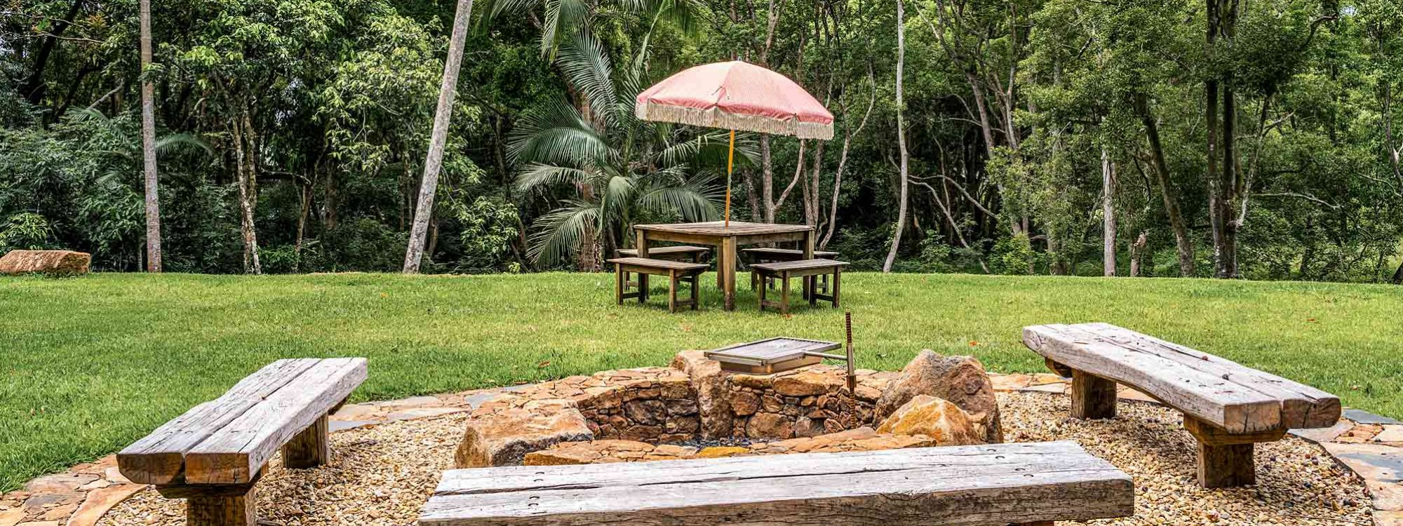 Charlottes Web - Byron Bay - Firepit and Creek b