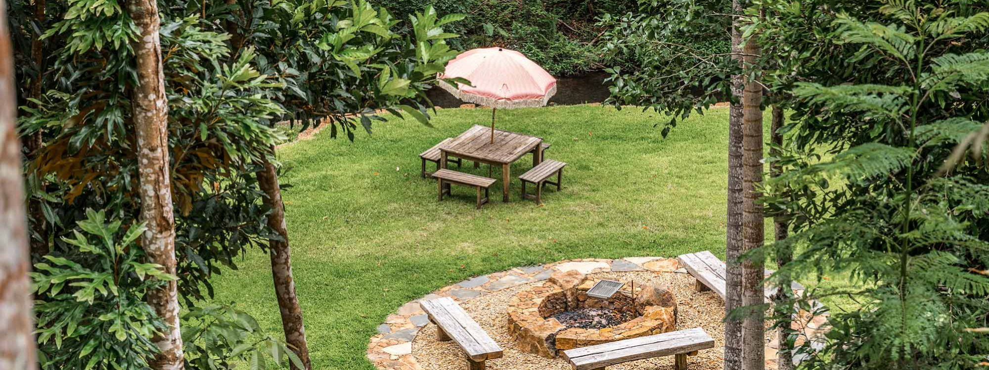 Charlottes Web - Byron Bay - Firepit and Creek