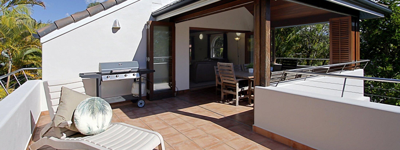Clarkes Beach Villa - Outdoor Dining & BBQ