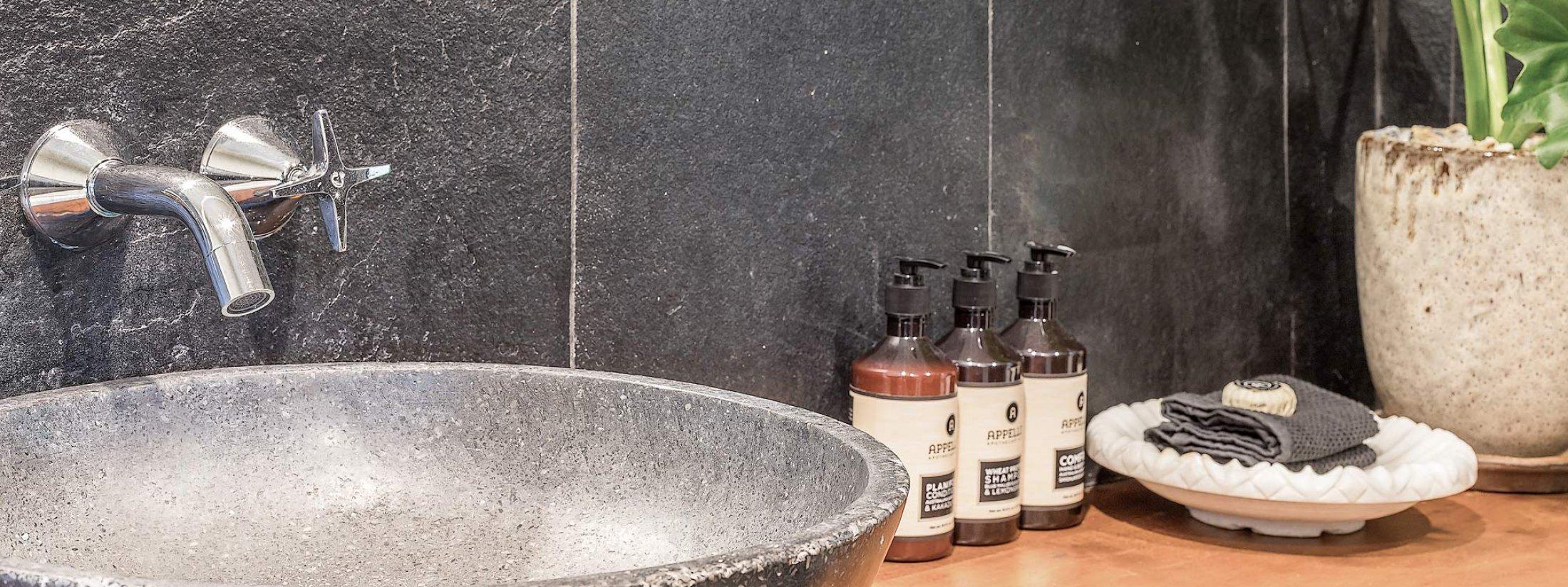 Eastern Rise Studio - Byron Bay Hinterland - bathroom vanity