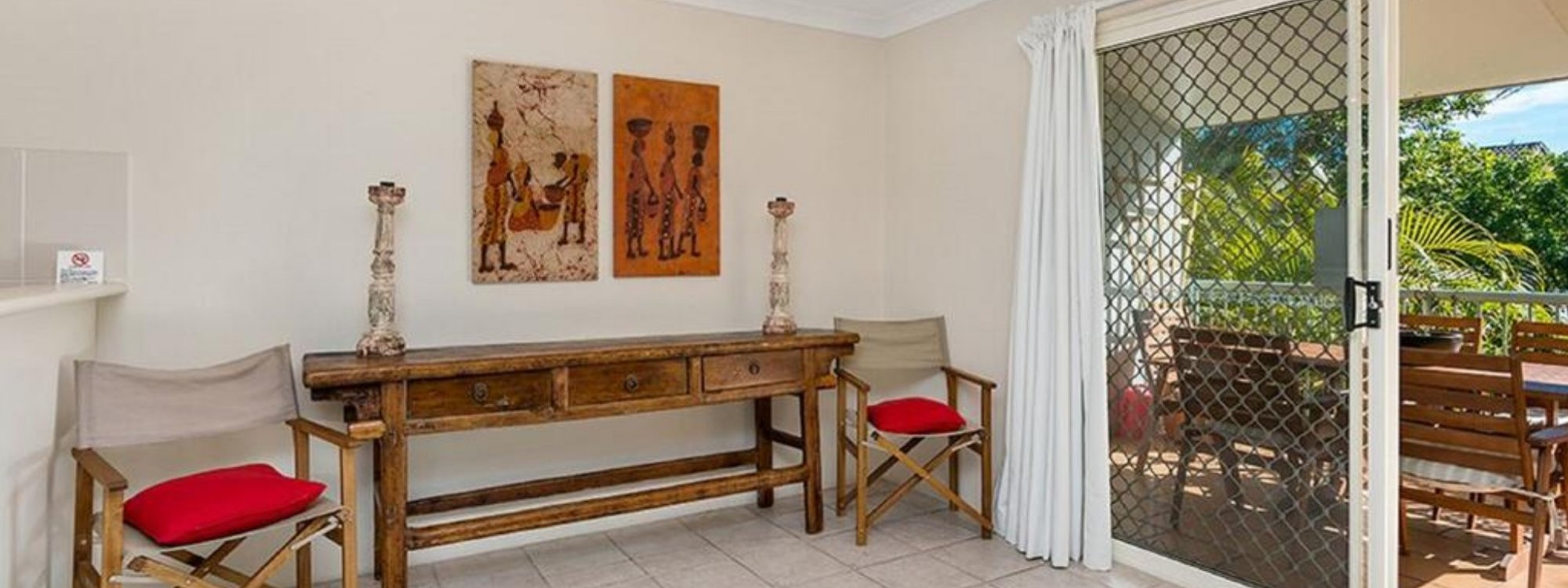 Heathers Hideaway - Byron Bay - Area in Front of Kitchen a