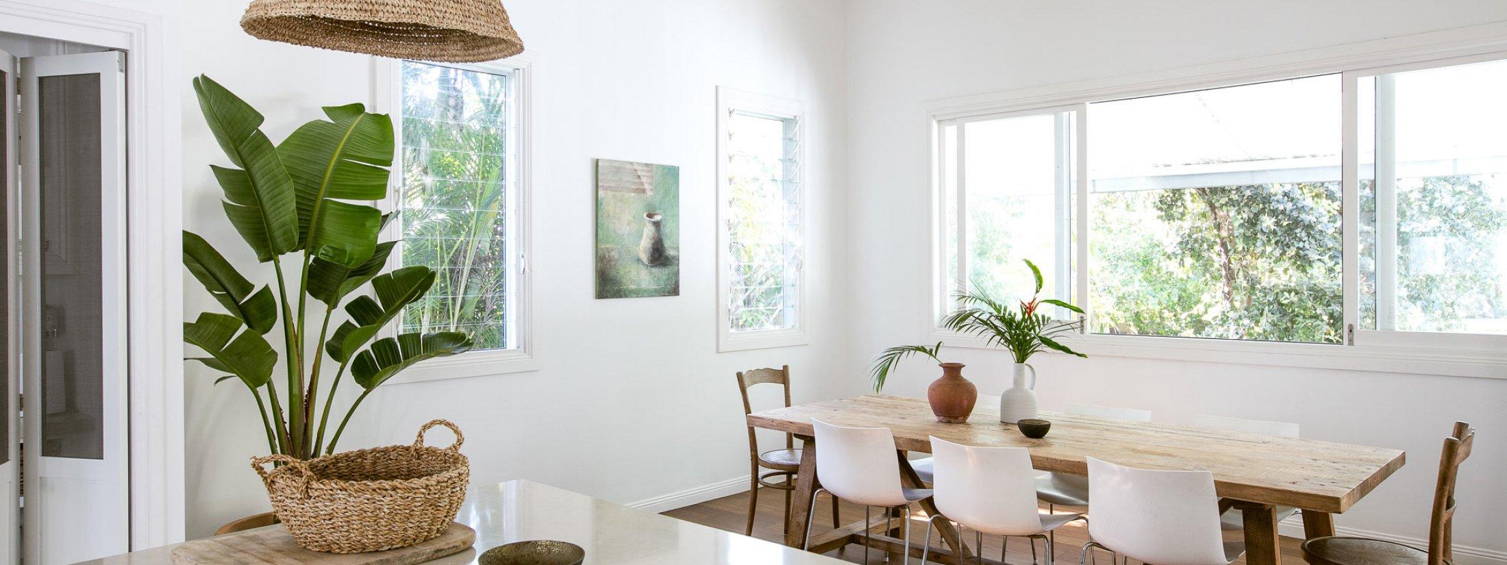 Kia Ora - Byron Bay - Kitchen to Dining area