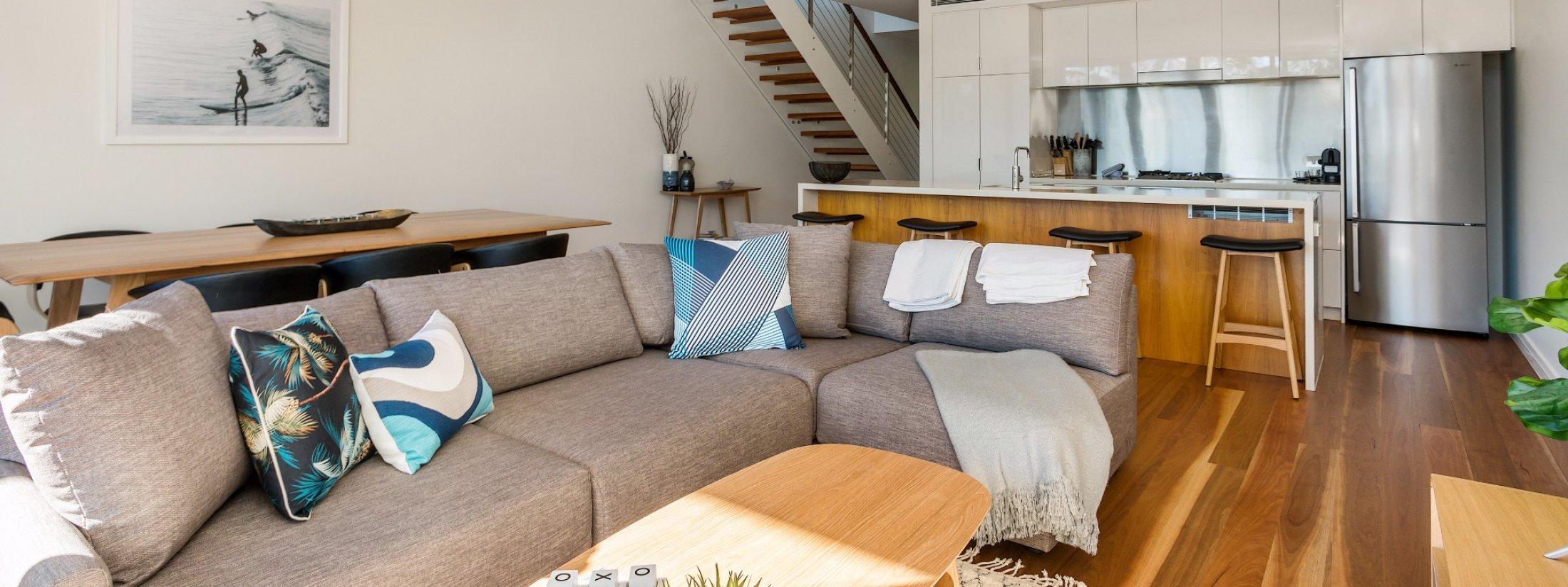 Kiah Beachside - Belongil Beach - Byron Bay - lounge to kitchen