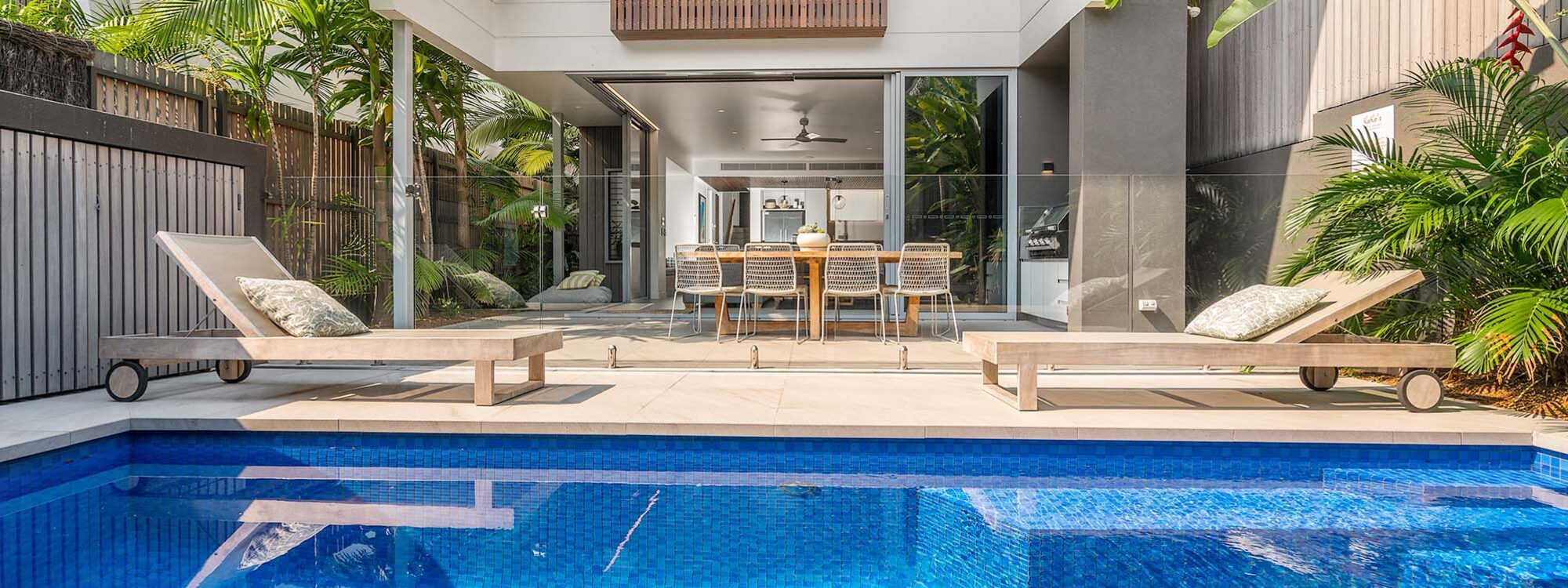 Kokos Beach House 1 - Byron Bay - Pool and House b