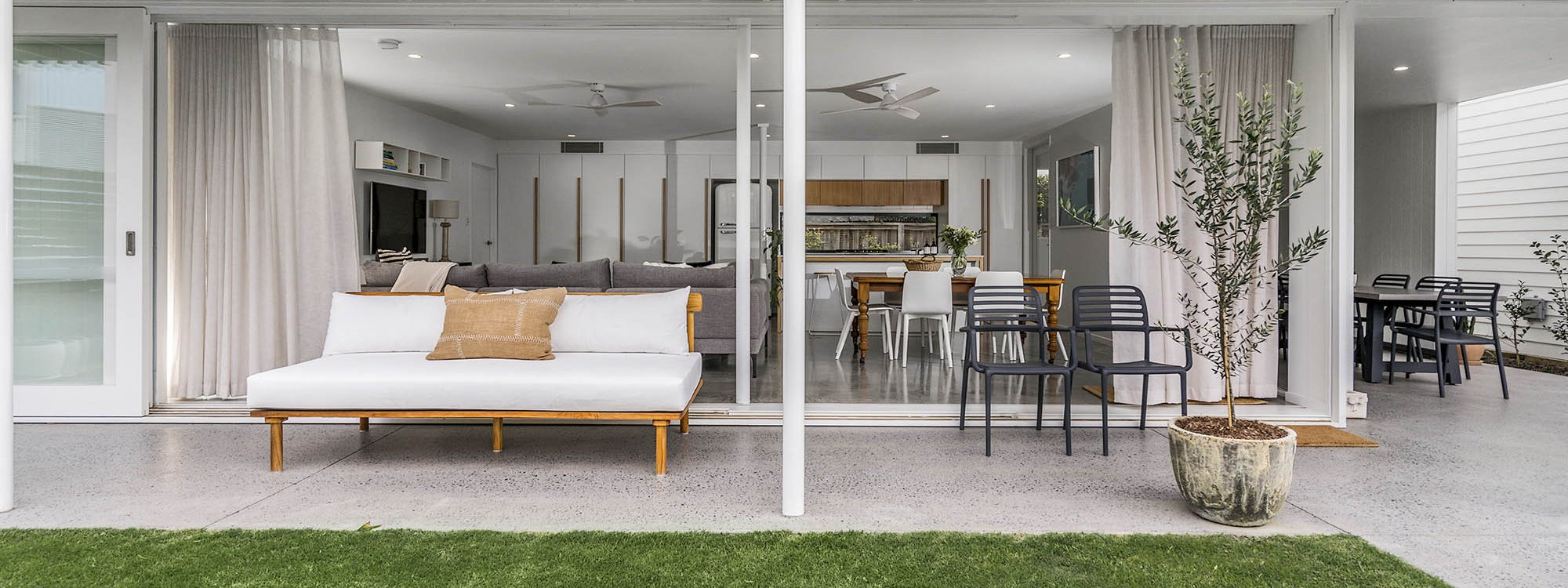 Lomani Six - Byron Bay - Outdoor Seating and Flow to Indoor