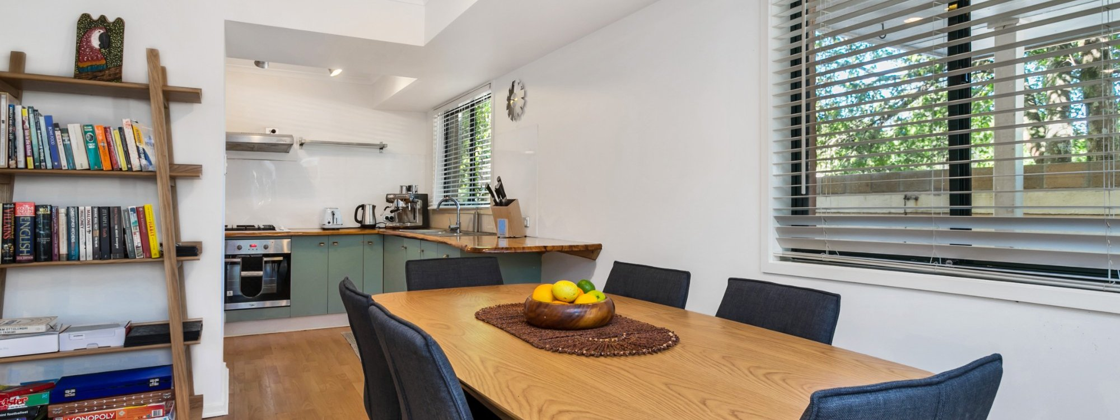 Mahogany Lodge - Byron Bay - Dining to kitchen