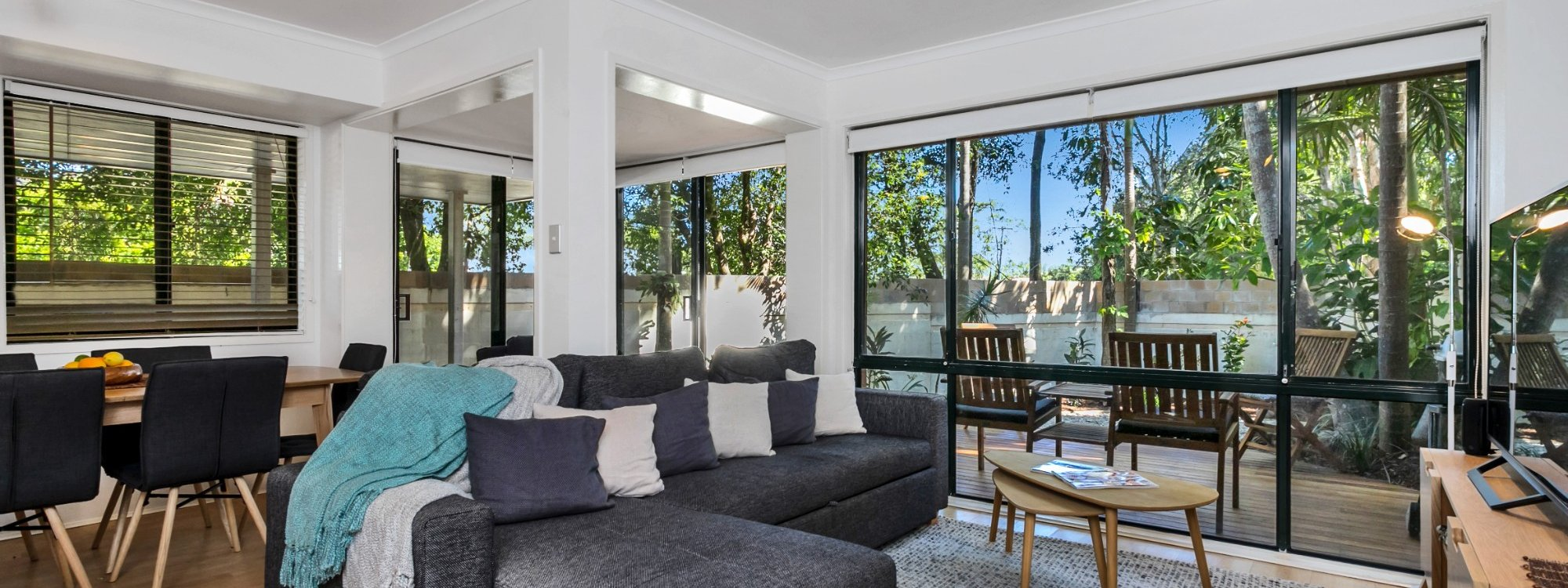Mahogany Lodge - Byron Bay - lounge area to deck
