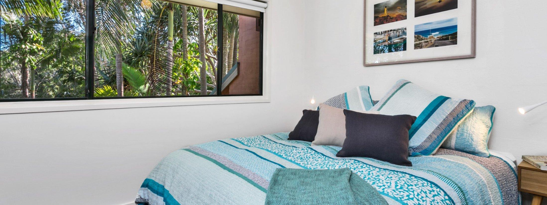 Mahogany Lodge - Byron Bay - bedroom 2 queen room